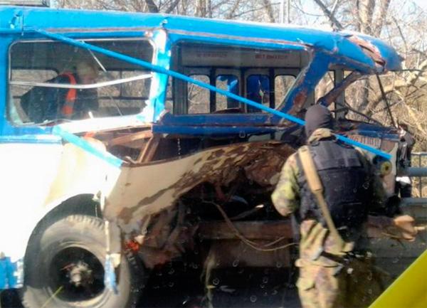 В Крыму на трассе Симферополь-Ялта в троллейбус врезался военный бронеавтомобиль